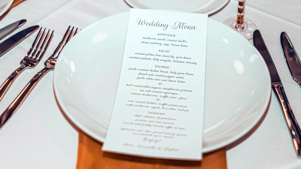 meniu-restaurant-nunta-freddy-g-unsplash-1920x1080