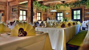 restaurant-de-nunta-rustic-sandra-grunewald-unsplash